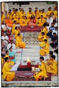 Ganga-Aarti-fire-ceremony-Parmarth-Niketan-ashram-Rishikesh-India-theprimerose-photography-Rosa-Tagliafierro