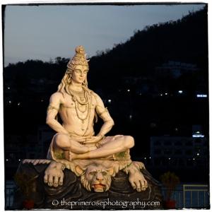 Shiva-at-night-Parmarth-Niketan-Ashram-Rishikesh-India-theprimerose-photography-Rosa-Tagliafierro