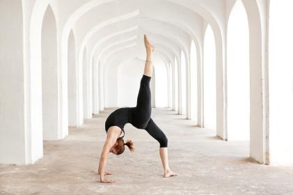urdhva-dhanurasana-backbend-variation-Rosa-Tagliafierro-Ashtanga-Yoga-Italia-Milano