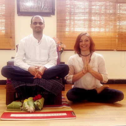 17-01-with-guruji-Sharath-Jois-Ashtanga-Yoga-Institute-Mysore-Rosa-Tagliafierro-Milano