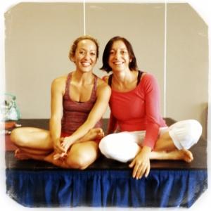 ashtanga-yoga-italia-milano-rosa-tagliafierro-with-kino-macgregor