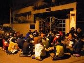 waiting-in-front-of-kpjayi-4am-and-rosa-tagliafierro-ashtanga-yoga-italia-milano