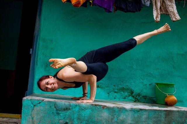 Rosa-Tagliafierro-Ashtanga-Yoga-Italia-Milano-ekapada-koundinyasana-II